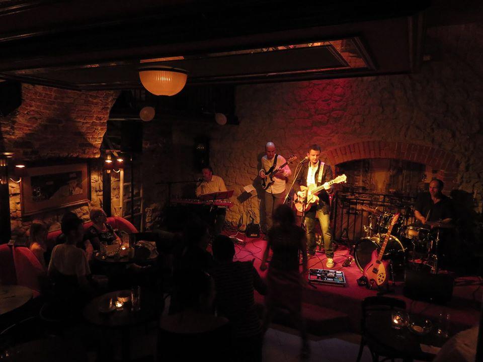 Vinyl Rhythm w klubie Awaria
